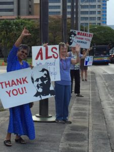 """Mahalo, Hawaii"" Sign-waving @ Hawaii State Capitol Curbside"